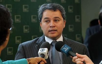 Efraim Filho defende parceria entre municípios e Governo Federal para implantação de iluminação publica de LED