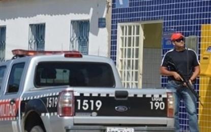 Homens trocam tiros com vigilante e assaltam Correios na Paraíba; duas pessoas ficam feridas