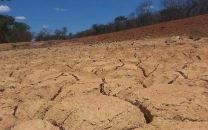 Paraibanos sofrem com colapso hídrico há quase dois anos