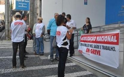 Greve do INSS pode estar perto do fim; servidores marcam protesto na Capital