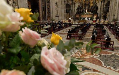 Papa na Vigília Pascal: Com Jesus, a vida muda. Com Ele, a vida recomeça