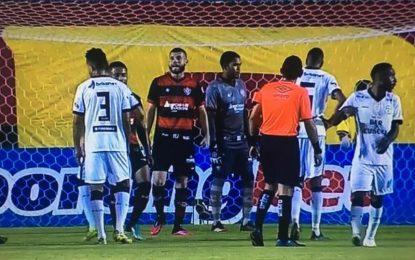 Treze perde para o Vitória e se complica na reta final da Copa do Nordeste