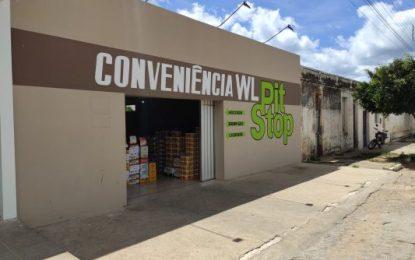 Bandidos furtam bebidas e cigarros em loja de conveniência em Monteiro