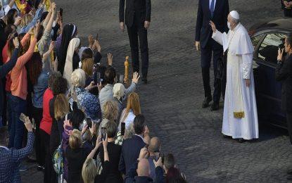 """Padre que atuou no Cariri pede bênção aos brasileiros e Papa Francisco brinca: """"país não tem salvação. É muita cachaça e pouca oração"""""""