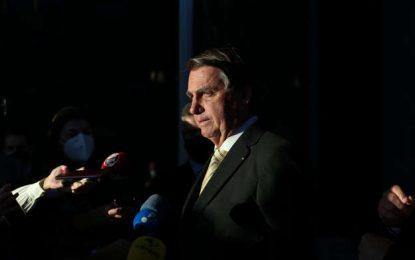 """Bolsonaro volta a ameaçar eleições e afirma que """"não aceitará farsa"""""""