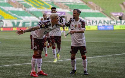 Flamengo segue escalada de vitórias e sobe na tabela da Série A