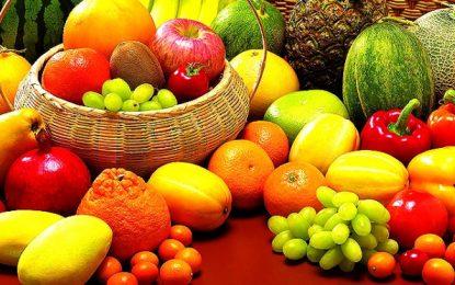Conheça os benefícios em consumir as frutas da estação e saiba quais escolher na temporada primavera/verão